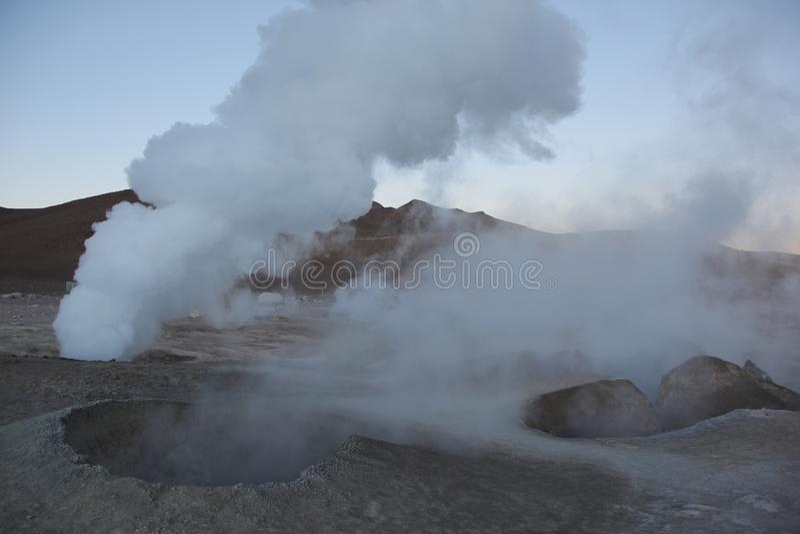 De geisers in Sol de la Manana stock afbeelding
