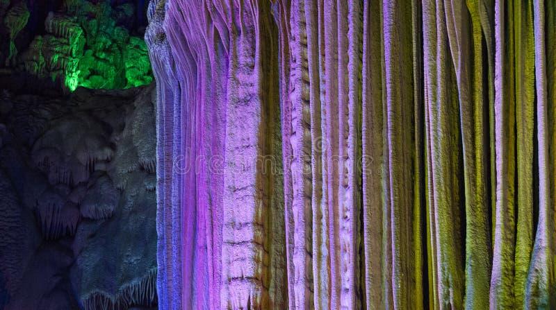 De gekleurde achtergrond van het rotshol stock afbeelding