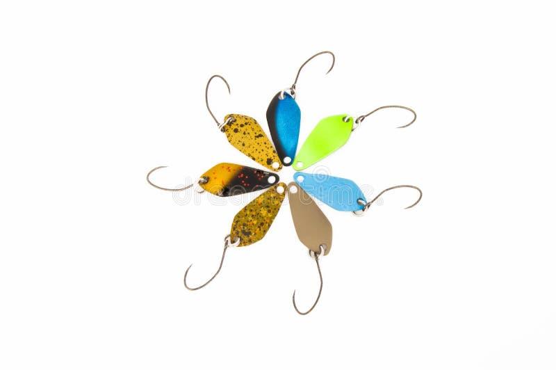De gekleurde forel die verlokt lepellokmiddelen voor het vangen van meer of regenboogforel vissen die, met barbless haken, op een royalty-vrije stock afbeelding