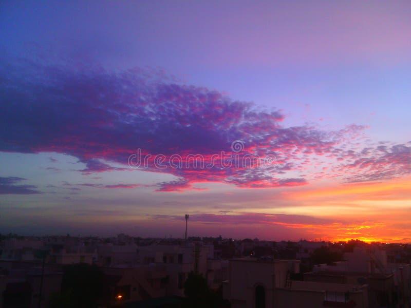 De gekleurde hemel zoals ons leven stock foto's