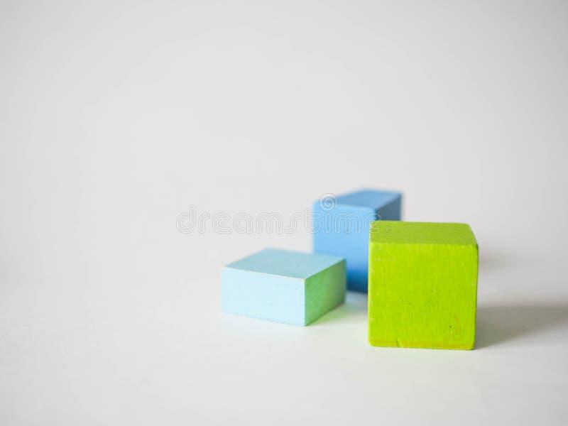 De gekleurde kubussen van kinderen royalty-vrije stock afbeelding