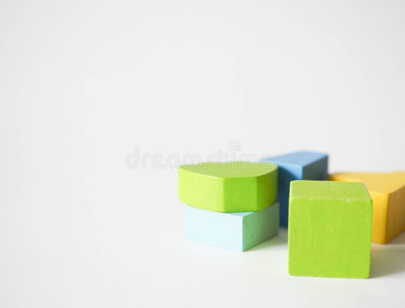 De gekleurde kubussen van kinderen stock afbeelding