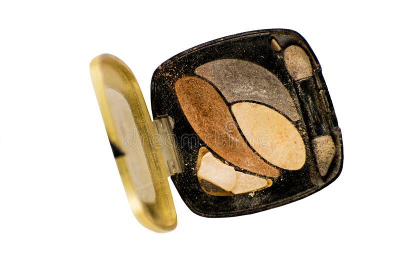 De gekleurde verpletterde oogschaduw voor maakt omhoog op witte achtergrond geïsoleerd Sluit omhoog van een merk op poeder royalty-vrije stock afbeelding
