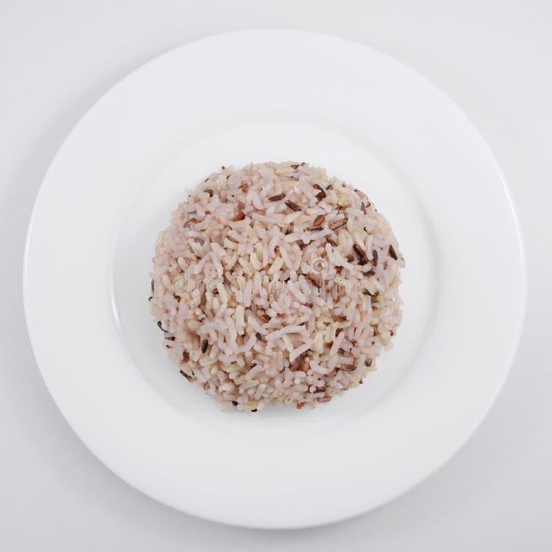 De gekookte ongepelde rijst stock foto