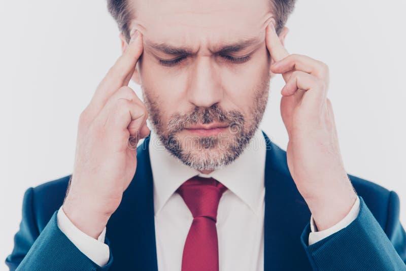 De gekwetste kramp lijdt aan symptoom het hoofd chef- belangrijkste managerconcept, opgedoken foto van droevig verstoord geconcen stock foto