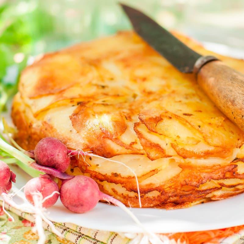 De gelaagde Aardappel bakt stock foto's