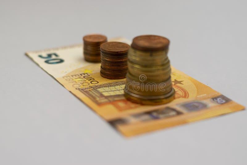 De geldstapel voert het groeien het geld van de de groeibesparing, Concepten financi?le handelsinvesteringen op stock foto