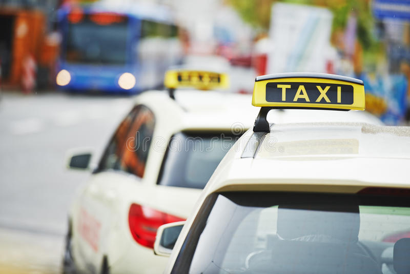 De gele auto's van de taxicabine royalty-vrije stock foto
