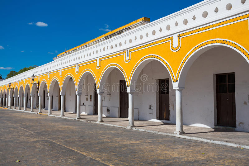 De gele bouw in Izamal, Mexico stock fotografie
