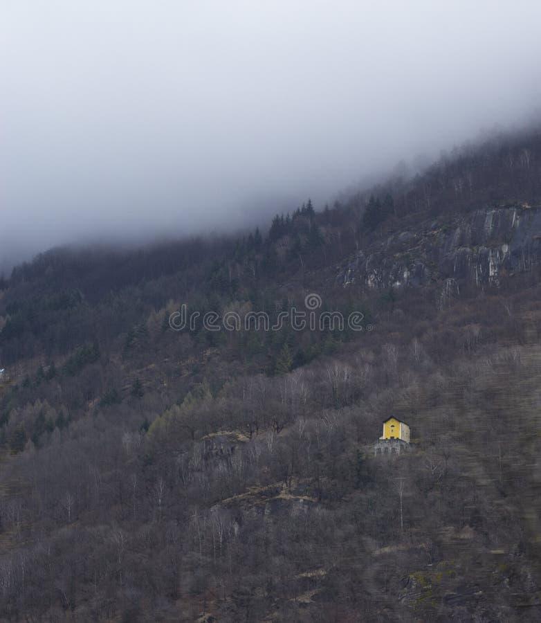 de gele bouw op mistige Zwitserse alp royalty-vrije stock afbeeldingen