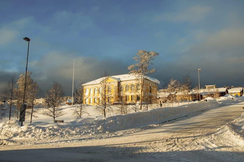 De gele bouw in Tromso Noorwegen royalty-vrije stock foto's