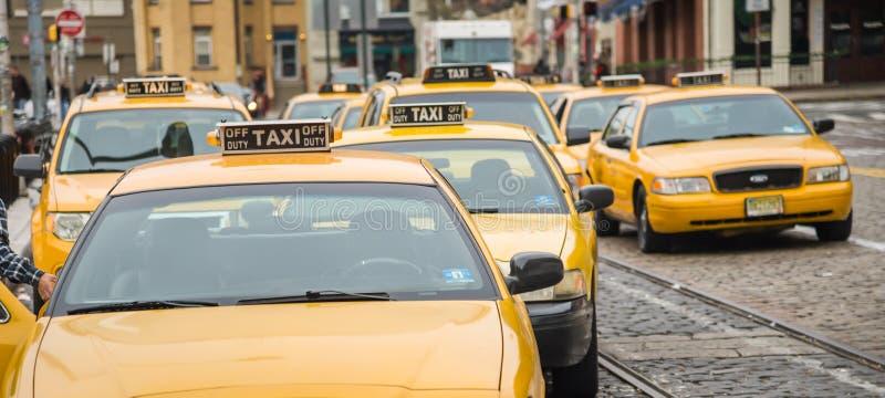 De gele cabine van New York stock foto's