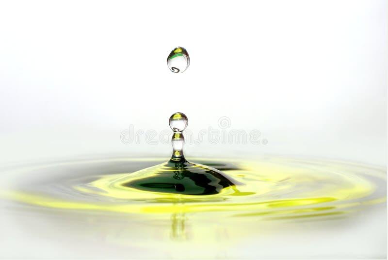 De gele citroengele kolom van de waterdaling stock foto