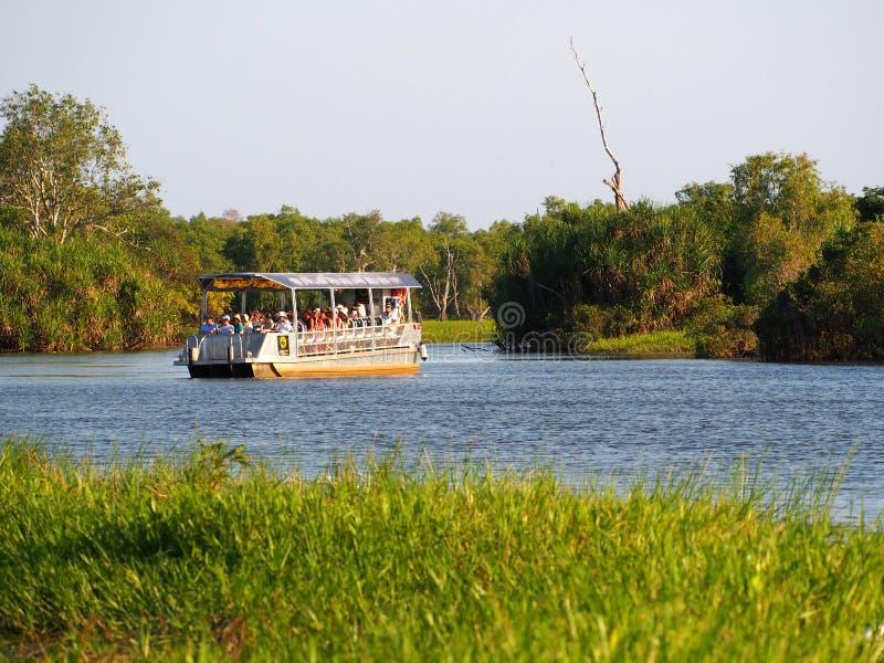 De gele cruise van de Waterentoerist, Kakadu, Australië stock foto