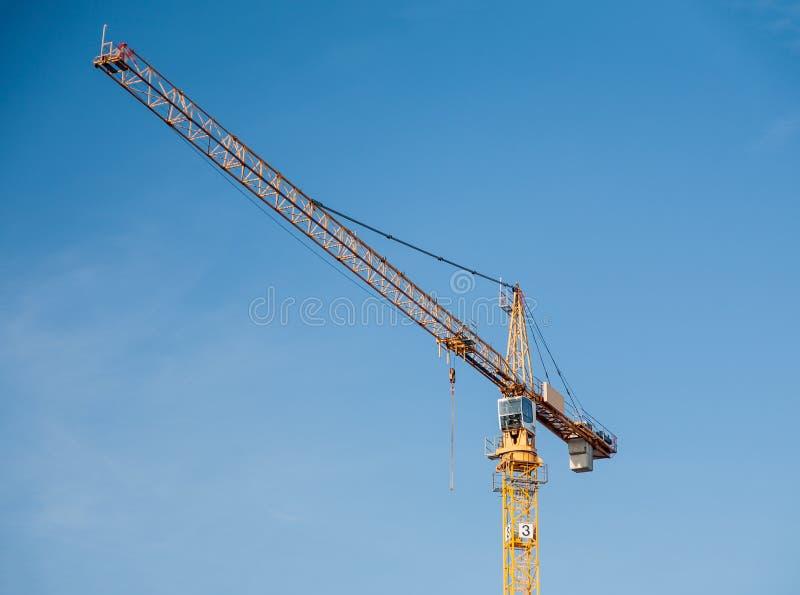 De gele kraan van de bouwtoren royalty-vrije stock fotografie