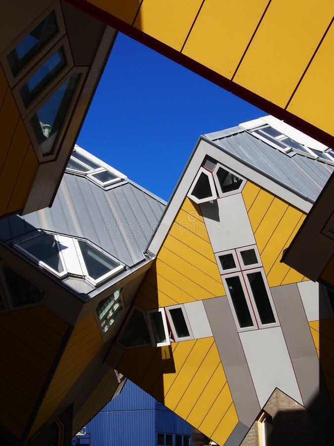 De gele kubushuizen in Rotterdam Nederland royalty-vrije stock afbeeldingen