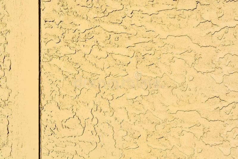 De gele textuur van de mortiermuur met houten grens royalty-vrije stock afbeeldingen