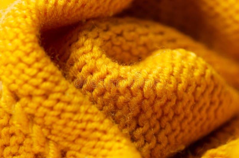 De gele warme materiële sweater van de stoffentextuur stock afbeeldingen