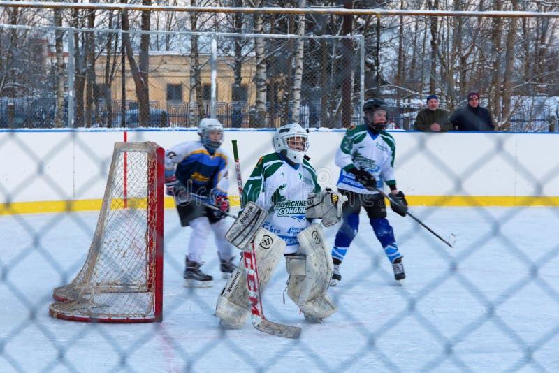 De gelijke Shuiskie Sokoly van het de jeugdijshockey versus Himik, 3 Februari, 20 royalty-vrije stock afbeelding