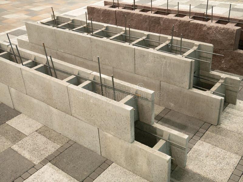 De geluchte concrete blokken voor woningbouwbouw, holle binnenkant voor gepantserd cement vullen stock afbeelding