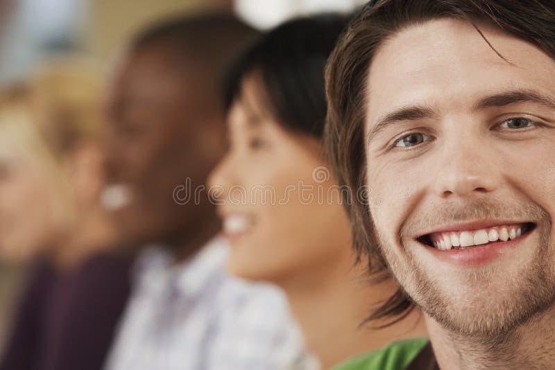 De gelukkige Achtergrond van Zakenmanwith colleagues in stock foto