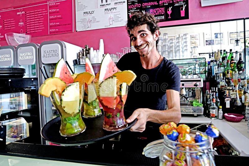 De gelukkige barman