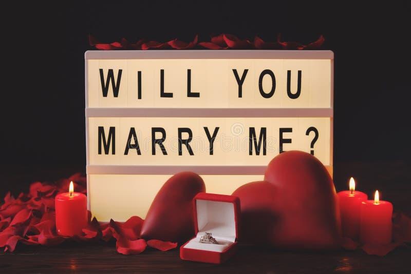 De gelukkige dag van Valentine ` s/zult u me concept huwen Word, het van letters voorzien, kalligrafie, doopvont royalty-vrije stock fotografie