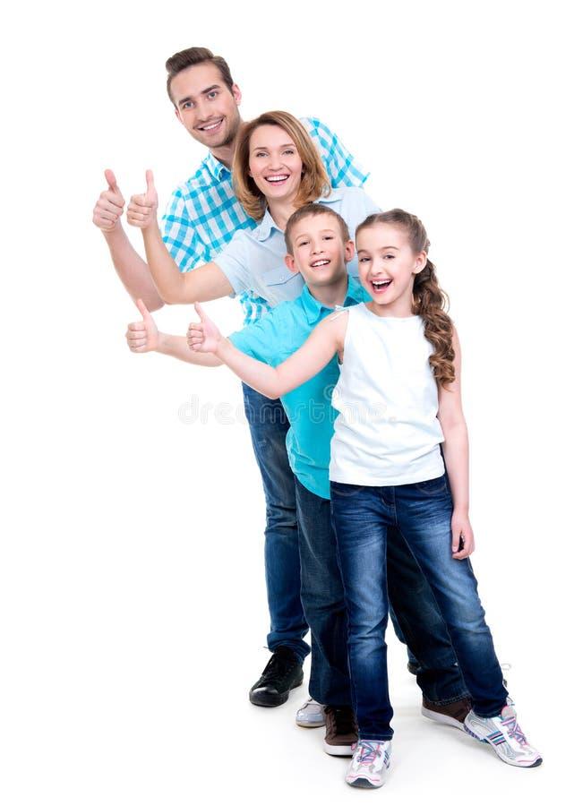 De gelukkige Europese familie met kinderen toont de duimen omhoog ondertekenen royalty-vrije stock fotografie