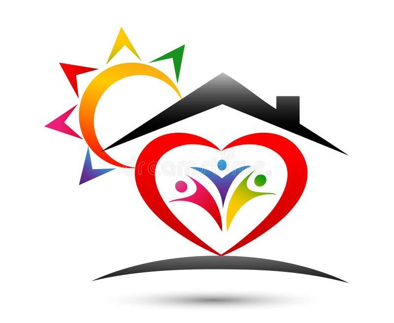 De gelukkige familie huisvest naar huis unie, liefdehart gevormd embleem met zon op witte achtergrond royalty-vrije illustratie