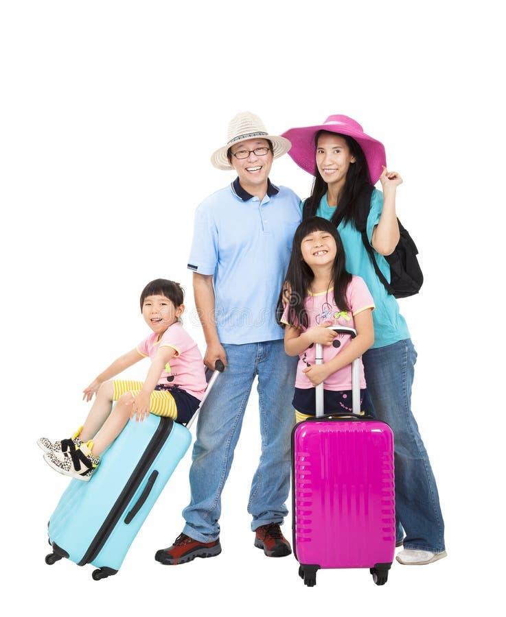 De gelukkige familie met koffer neemt de zomervakantie stock foto's