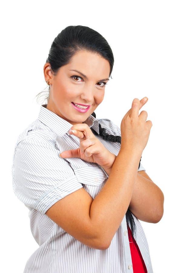 De gelukkige gekruiste vingers van de vrouwenholding royalty-vrije stock fotografie