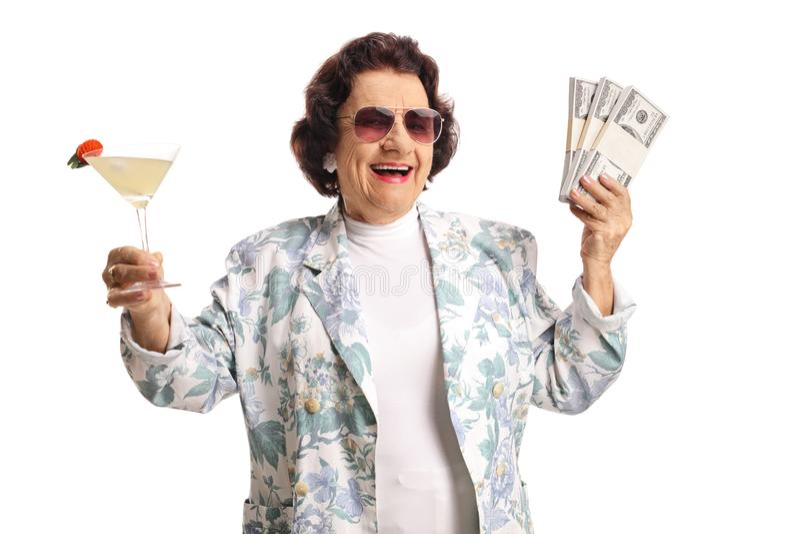 De gelukkige hogere cocktail en het geld van de vrouwenholding stock fotografie