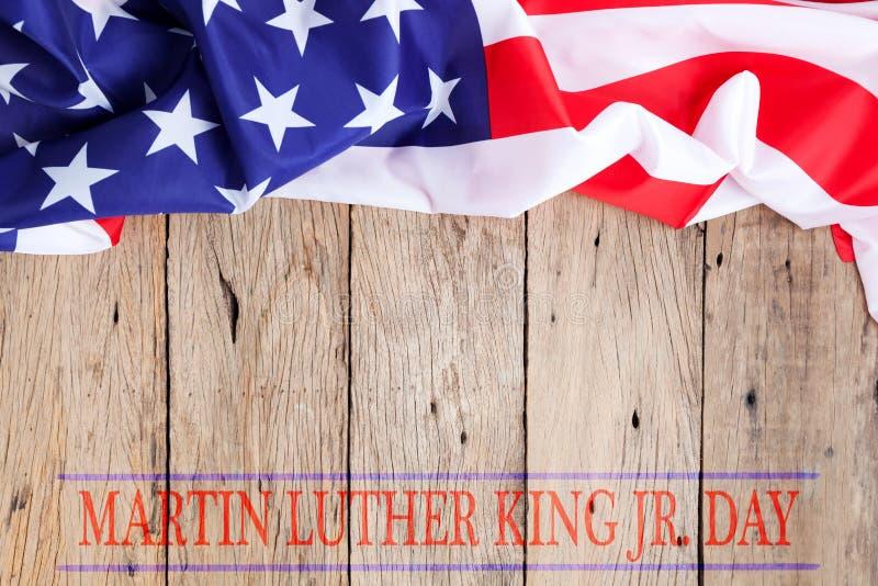 De gelukkige koning van Martin luther jr dagachtergrond met Amerikaanse vlaggen stock fotografie