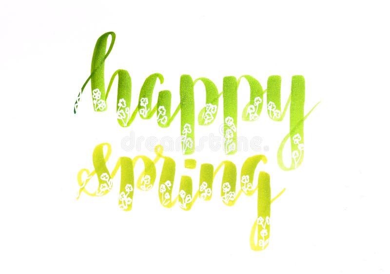 De gelukkige lente - overhandig het van letters voorzien in groene kleuren met de witte bloemen van de gelpen stock illustratie