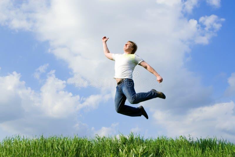 De gelukkige mens springt royalty-vrije stock foto