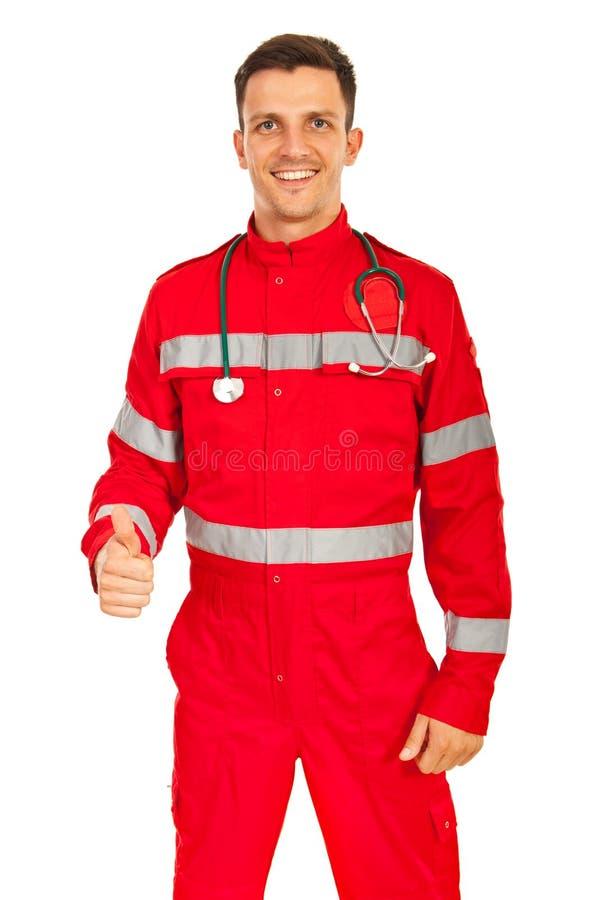 De gelukkige paramedicus geeft duimen stock afbeelding