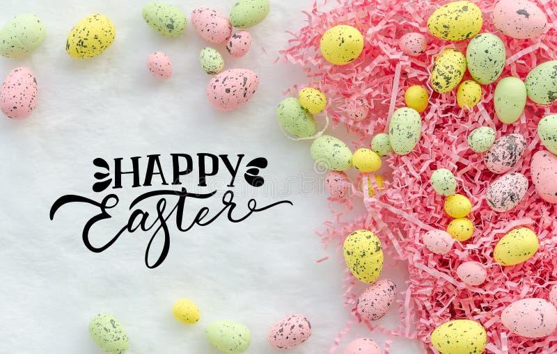 De gelukkige Pasen-achtergrond van de groetkaart met de eieren van de pastelkleurester stock afbeeldingen