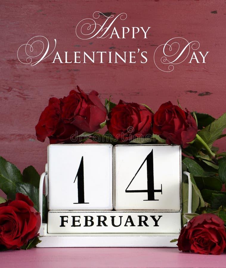 De gelukkige uitstekende houten kalender van Valentine Day voor 14 Februari royalty-vrije stock fotografie