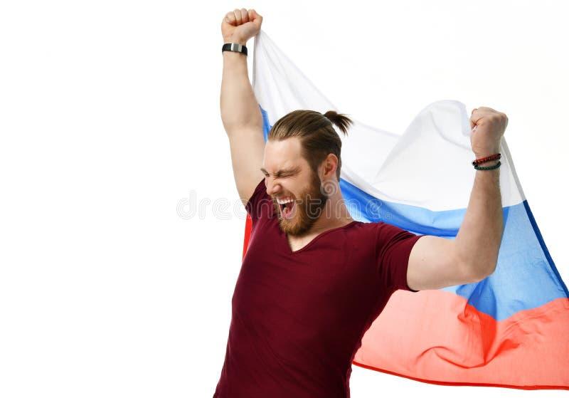 De gelukkige ventilator van het mensenvoetbal met het Russische vlag het glimlachen vieren geïsoleerd op wit royalty-vrije stock fotografie