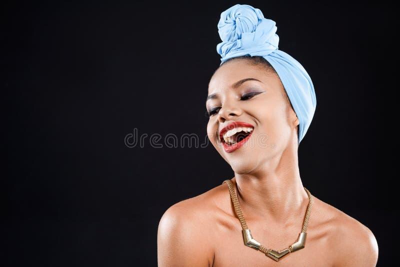 De gelukkige vrouw lacht stock afbeeldingen