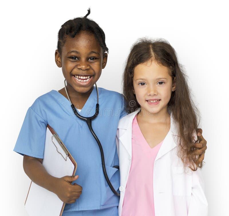 De gelukmeisjes met arts dromen baan het glimlachen royalty-vrije stock afbeelding
