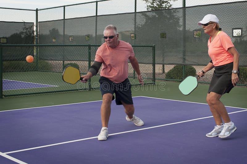 De gemengde Actie van Dubbelenpickleball - Vlotte Backhand royalty-vrije stock foto's