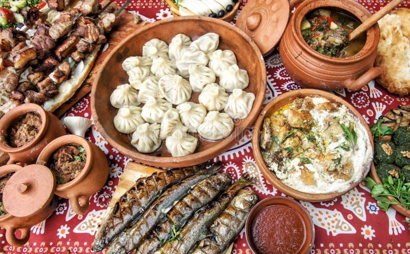 De Georgische vissen van khinkali shashlik lobio van voedsel Kaukasische schotels stock foto