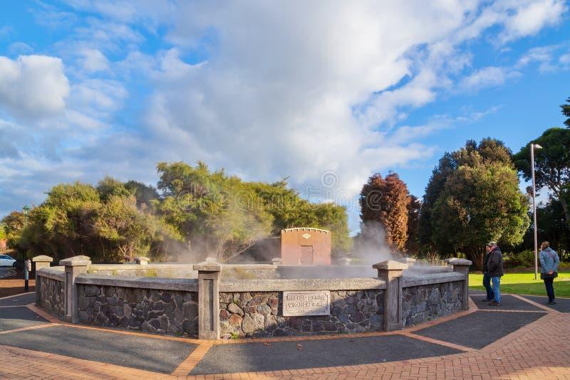 De geothermische pool van 'Rachel Spring 'in Rotorua, Nieuw Zeeland stock foto