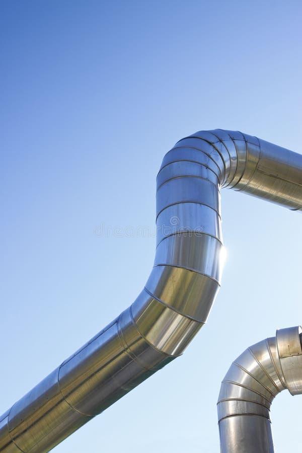 De geothermische structuur van de machtspijp tegen een blauwe achtergrond royalty-vrije stock afbeelding