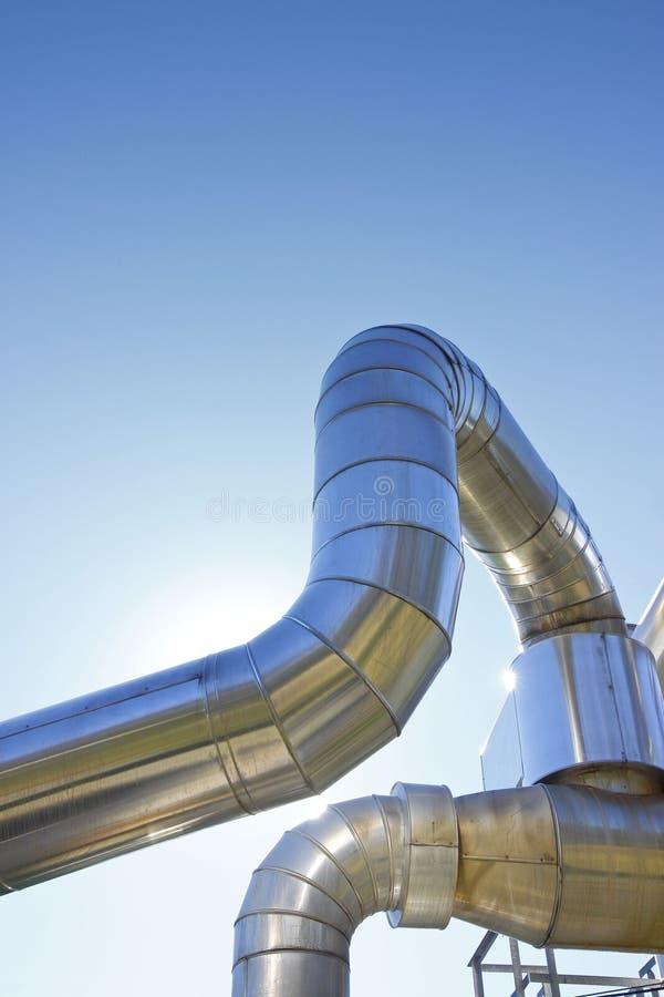 De geothermische structuur van de machtspijp tegen een blauwe achtergrond - imag royalty-vrije stock foto