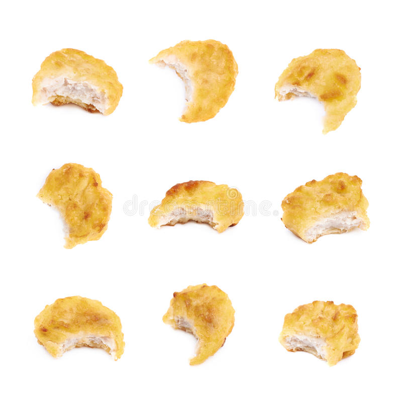 De gepaneerde geïsoleerde samenstelling van het kippengoudklompje royalty-vrije stock afbeeldingen