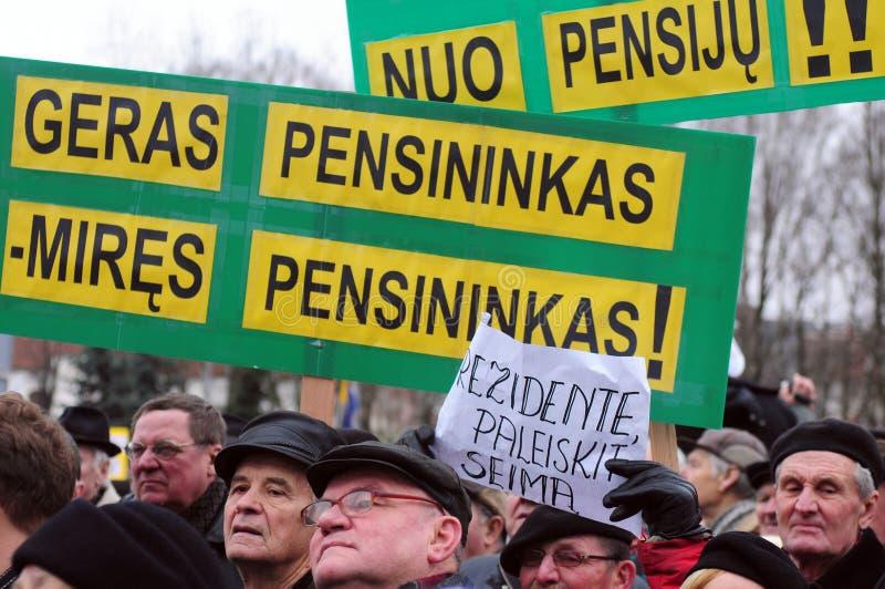 De gepensioneerden protesteren royalty-vrije stock afbeelding