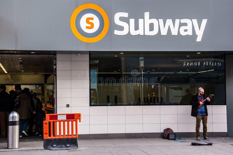 De gerenoveerde metro van Glasgow in Byres-weg stock foto