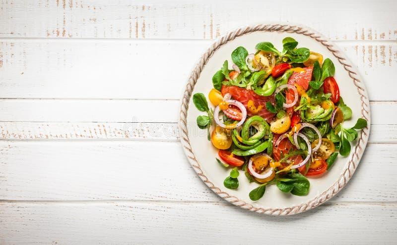 De gerookte Salade van de Zalm en van de Avocado royalty-vrije stock foto's